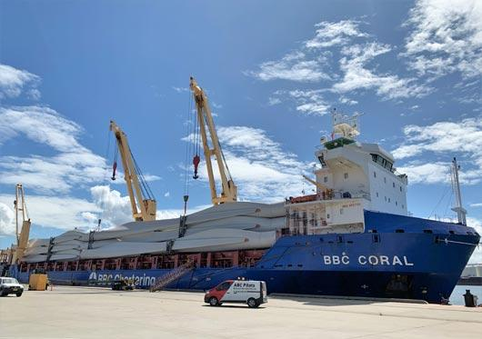 March 2020 delivery of Collector wind turbine blades abourd the BBC Coral